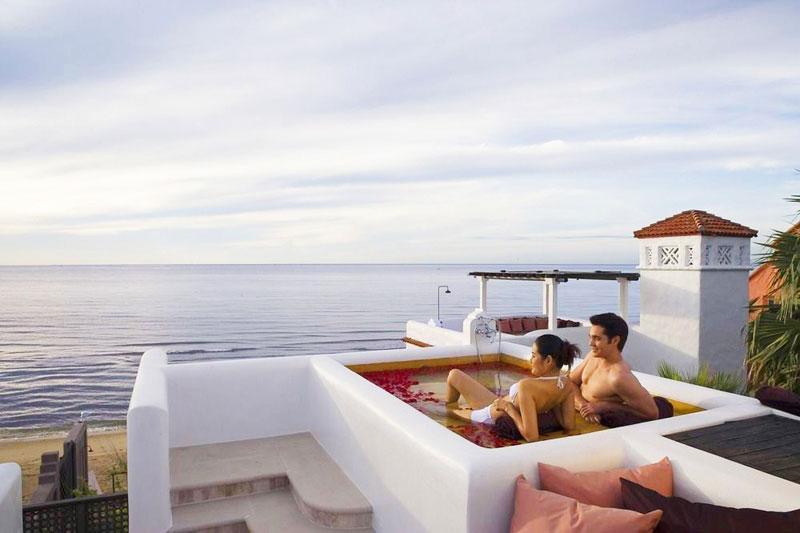 1-rooftop-pool-2
