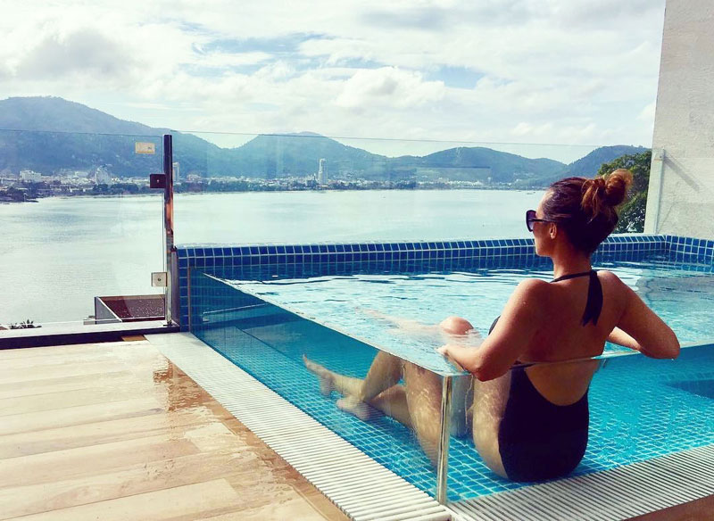 Enjoy Your Stay In The Sky Suite Nestled Right On Top Of Hills That Opens To A Private Terrace And Into Plunge Pool With Spa Jets