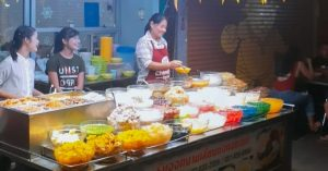 14 Thai street food desserts in Pratunam under 60 baht locals love to eat